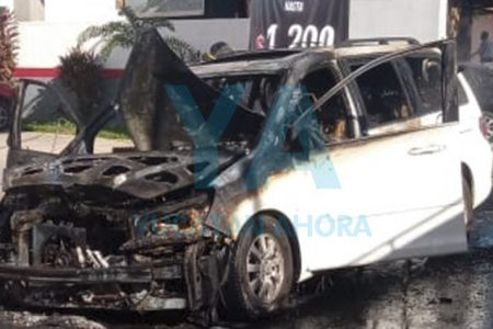 Pierde su camioneta al incendiarse en Francisco de Montejo