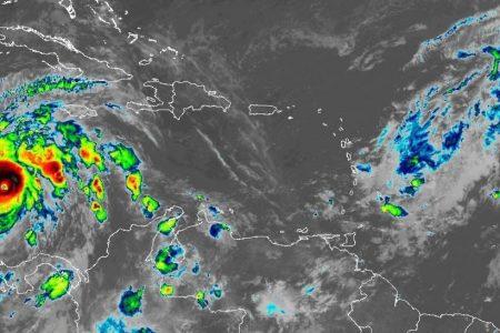 Iota ya es casi huracán categoría 5 en su avance hacia Centroamérica