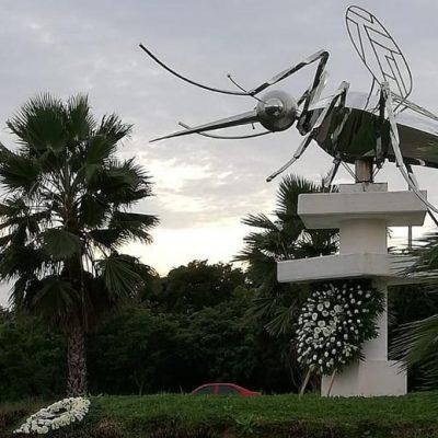De luto, el monumento al mosco por el fallecimiento de Alfonso Pereira Palomo