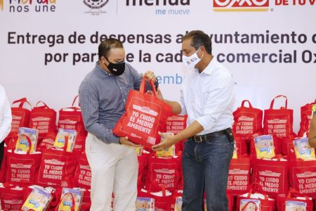 Cadena comercial dona paquetes alimentarios y pañales