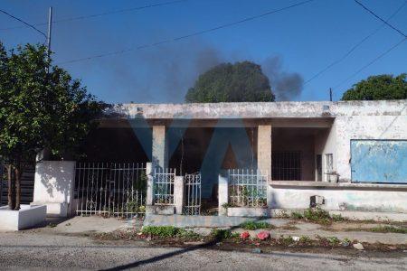 Vecinos le avisan de un incendio en su bodega de la Chichén Itzá