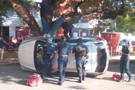 Cuídense de los ebrios conductores: hoy uno volcó en la García Ginerés