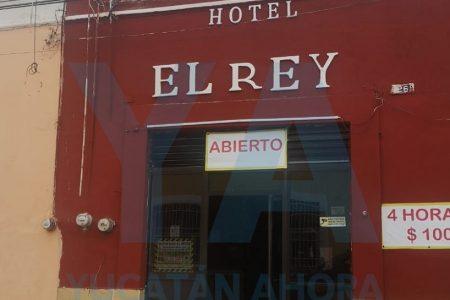 Huésped encuentra muerto al recepcionista de céntrico hotel de Mérida