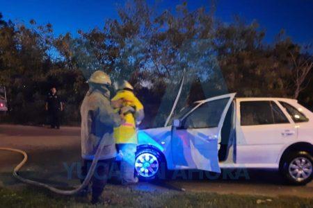 Susto para una conductora: se incendia en plena marcha su vehículo