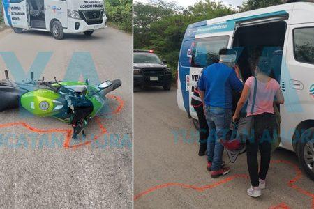 Derrapa una pareja en moto por esquivar un venado