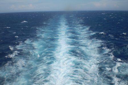 Joven pescador extraviado en alta mar: hallan su frágil embarcación a la deriva