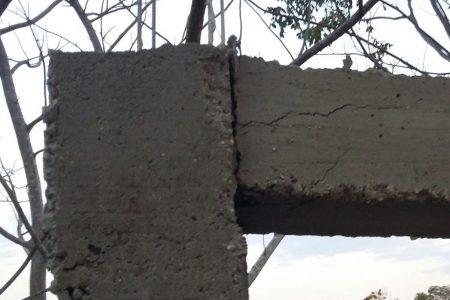Albañiles lamentan silencio de constructores por cemento de mala calidad