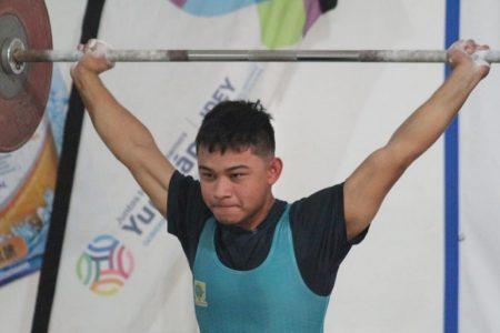 Yucatecos, muy 'gallos' en el Torneo Nacional del Pavo de levantamiento de pesas