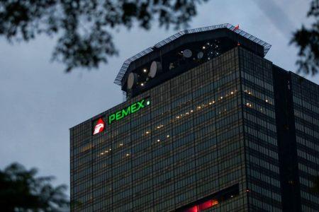 En Pemex no se dieron cuenta o hubo omisión, dice AMLO sobre contratos a su prima