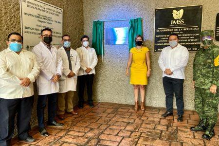 Develan en el IMSS Yucatán placa de la condecoración Miguel Hidalgo