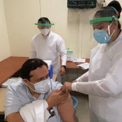 El IMSS inicia la vacunación de su personal de salud en Yucatán
