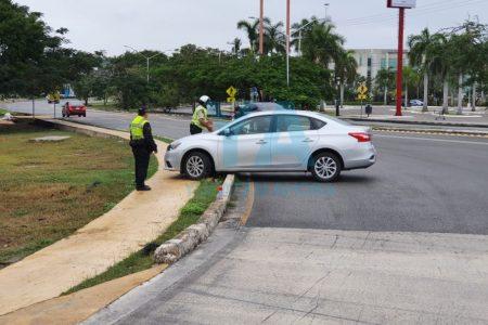 Conductora se accidenta en una curva de Prolongación Montejo