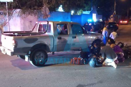 Camioneta atropella a motociclista de 19 años