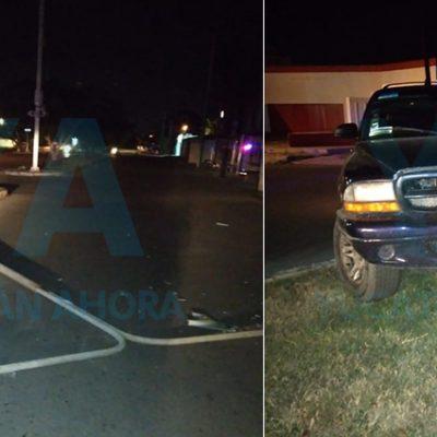 Ebrio provoca daños con su camioneta en Yucalpetén