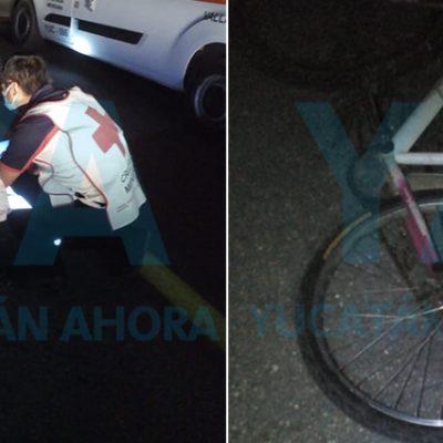 Motociclista abandona a su pasajera tras chocar una bici: dos lesionadas