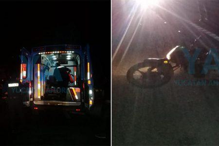 Choca una moto contra un Tsuru: dos lesionados