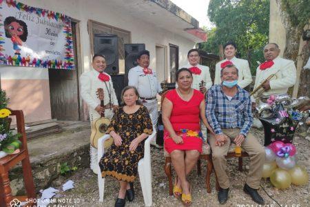 Se jubila la maestra Guadalupe Cupul Chablé, luego de 36 años de servicio