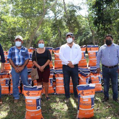 El gobernador Mauricio Vila apoya a productores del Cono Sur de Yucatán