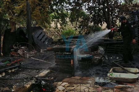 Por culpa del viento, se incendia su casa mientras calentaba agua