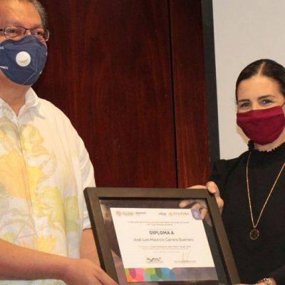 Mauricio Carrera recibe Premio Nacional de Cuento 'Beatriz Espejo' 2020