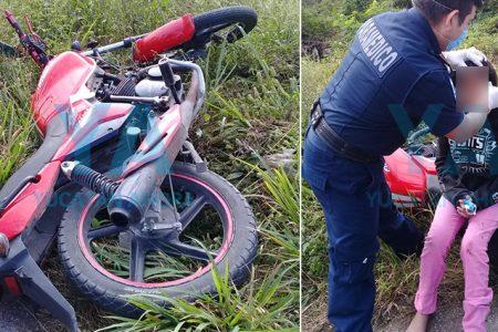 Motociclista derrapa con su hija de 10 años