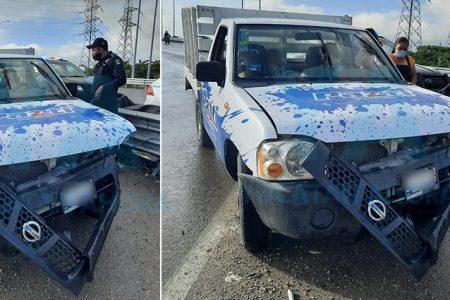 Choca en un puente por manejar a exceso de velocidad: una menor lesionada