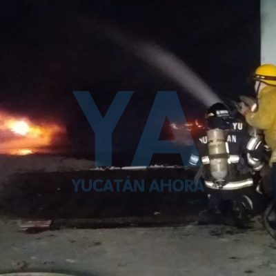 Arde en llamas bodega de ataúdes, en el centro de Mérida