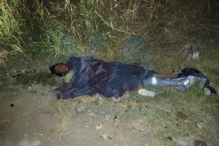 Se tiró a dormir en un camino terracero: pensaron que estaba muerto o herido