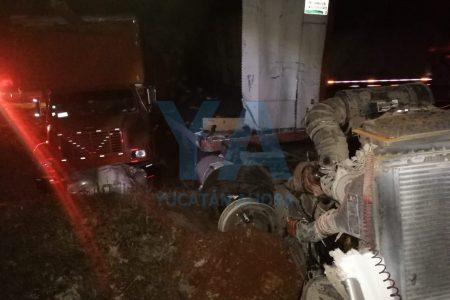 Choque de camiones en la carretera Mérida-Campeche