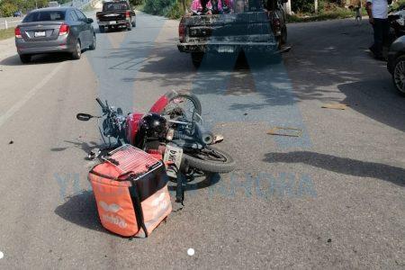 Motociclista fracturado: choca por alcance con una camioneta en el Periférico