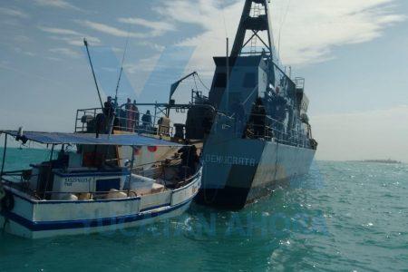 Rescatan embarcación que quedó a la deriva en el Arrecife Alacranes
