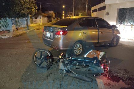 Ebrio motociclista causa choque con tres lesionados, en el centro de la ciudad