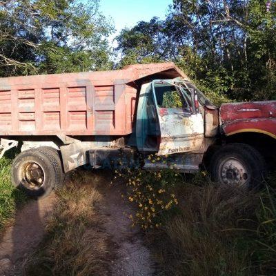 Tractocamión saca del camino a un volquete en la Mérida-Cancún: un muerto