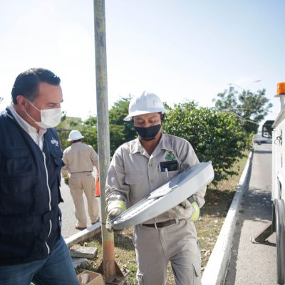 Avanza a buen ritmo la renovación de luminarias en Mérida: Renán Barrera