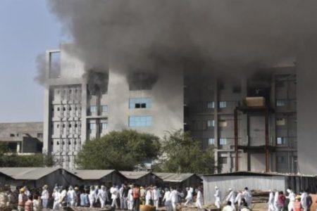 Se incendia edificio donde fabrican vacunas de AstraZeneca