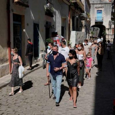 Cuba restringe vuelos desde México y aplica cuarentena a viajeros
