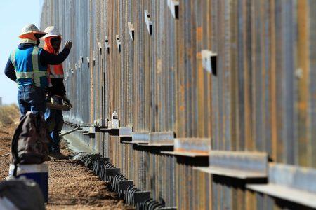 Celebra AMLO que Biden haya detenido construcción del muro fronterizo