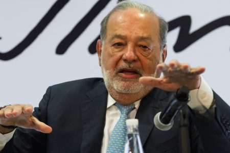 Carlos Slim da positivo a Covid-19; evoluciona bien, asegura su hijo