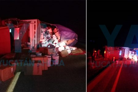 Vuelca un camión y tira su carga; el chofer dormitó