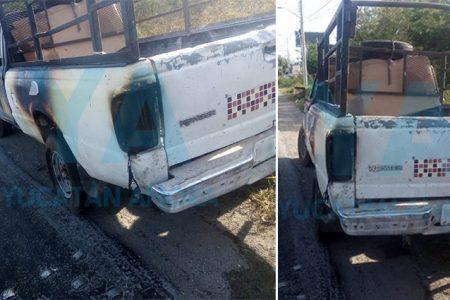 Conductores salvan una camioneta que se incendió en la Mérida-Motul