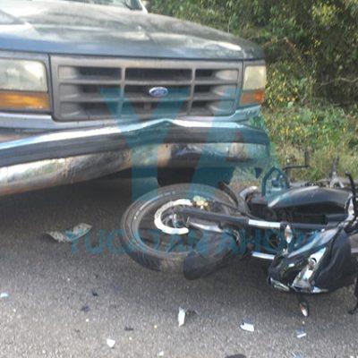 Camioneta invade carril y provoca trágico choque