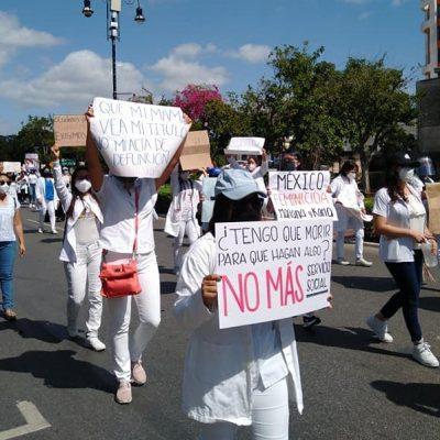 Pasantes de medicina exigen seguridad laboral: marchan por Karla y Mariana