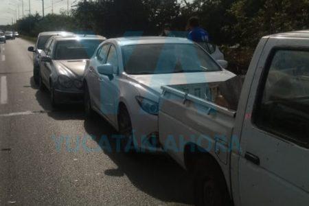 Conductor provoca carambola de cuatro vehículos