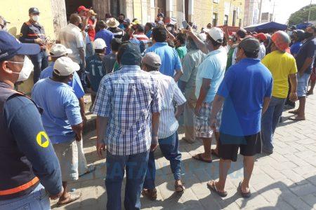 Por aglomeración de gente, suspenden asamblea ejidal en Acanceh