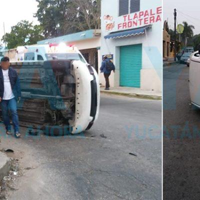Semaforazo con volcadura deja tres heridos en el centro de Mérida
