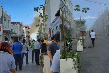 Espectacular incendio en el centro de Mérida: se quema bodega de hilos de nylon