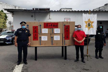 Policía Municipal de Mérida recibe donativo de cubrebocas y caretas