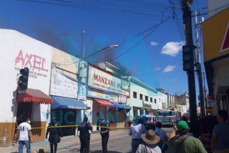 Otra quemazón en el centro de Mérida: se incendia bodega de zapatería Tres Hermanos