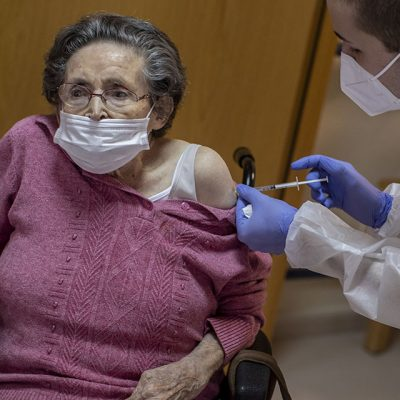 Vacunación de adultos mayores comienza a fines de febrero en Yucatán