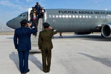 López Obrador estrena las pistas del aeropuerto Felipe Ángeles en Santa Lucía